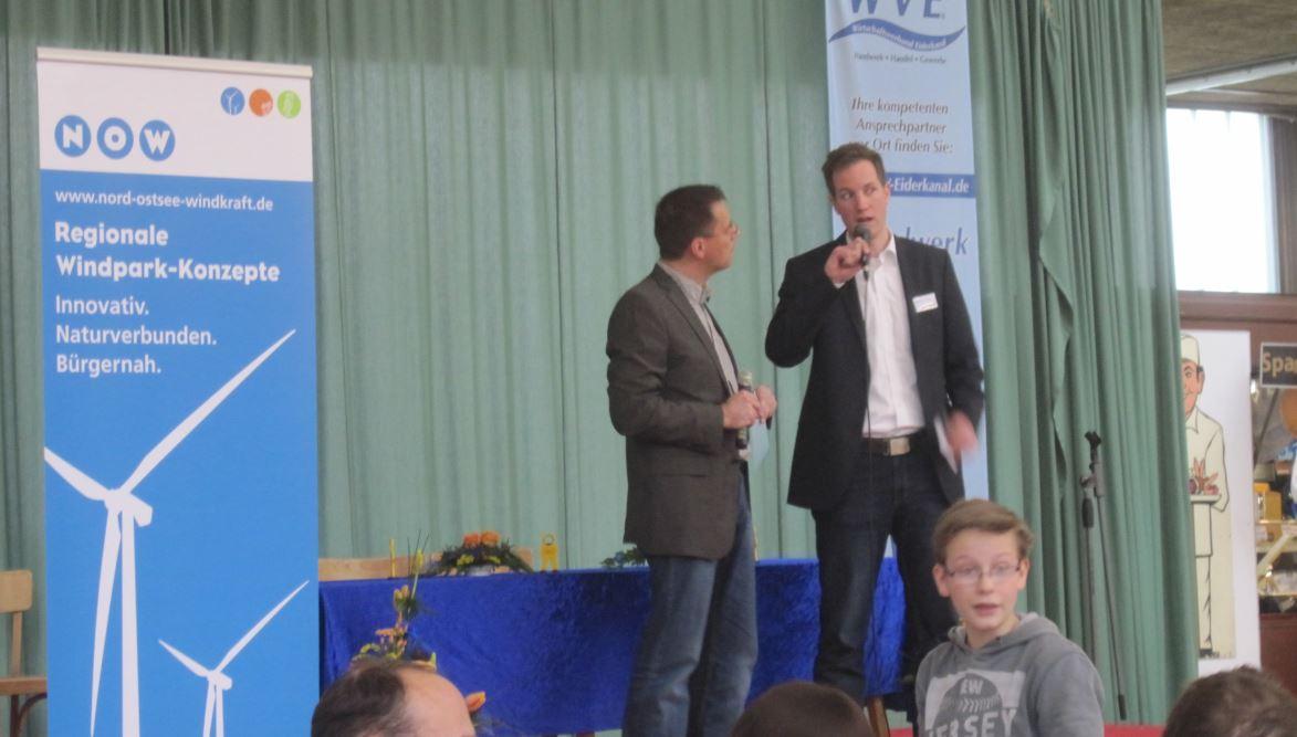 Thilo Konkel (links) interviewt Oliver Tautz auf der Bühne